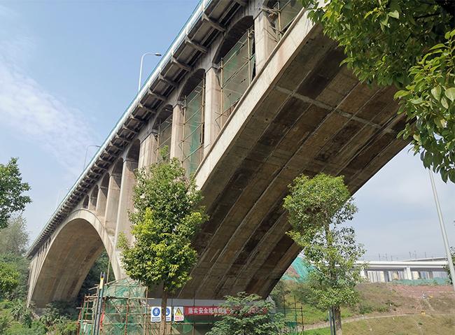 桥梁顶伸唐家沱大桥改造加固