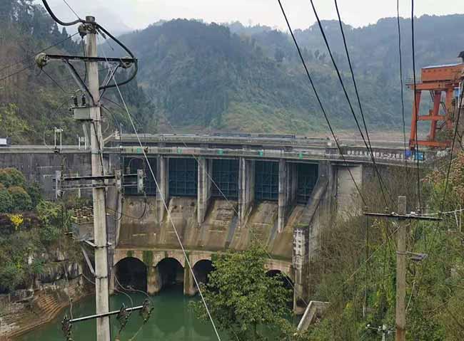 水库大坝碳纤维加固